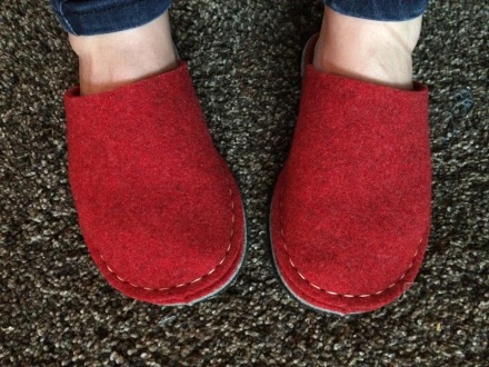 The undecorated finished slippers